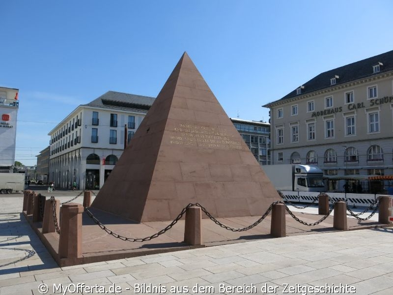 Bald in neuem Design nach dem Umbau der Marktplatz in Karlsruhe. Dokumentiert im Juni 2020.