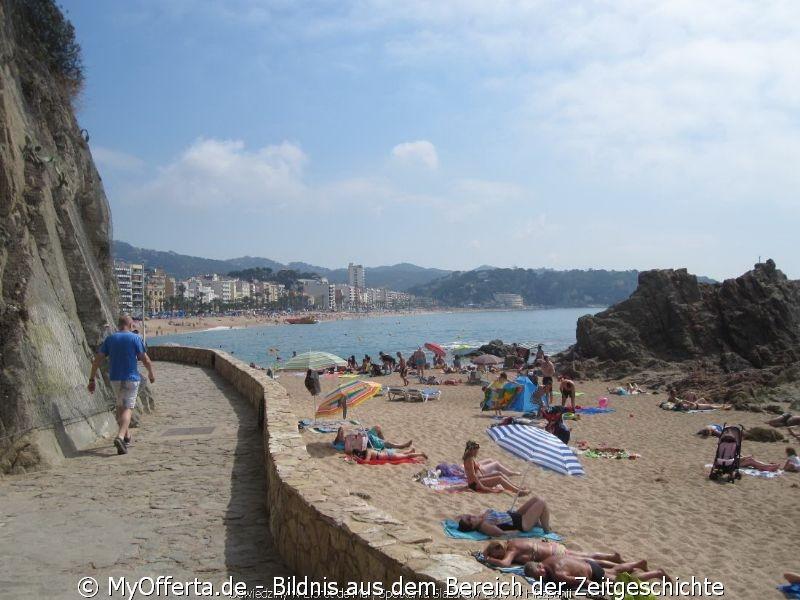 Ein langer Tag wacht in Lloret de Mar auf, wir besuchen diese Stadt jedes Jahr.