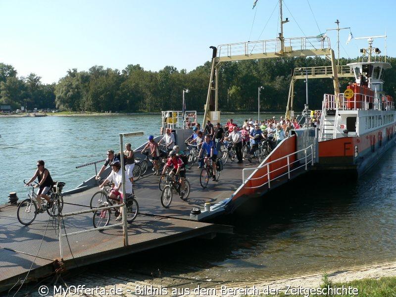 Rheinfähre in Leopoldshafen im Baden-Land
