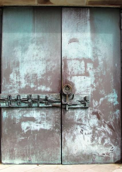 Stadt Essen, verschlossene Kirchtuer