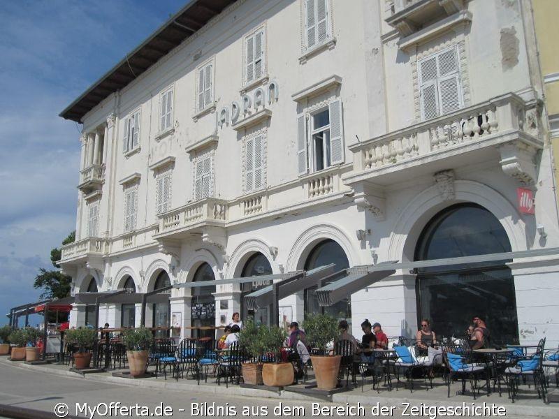 Nach dem Zweiten Weltkrieg gehörte Porec zu Jugoslawien und jetzt zur Kroatien.