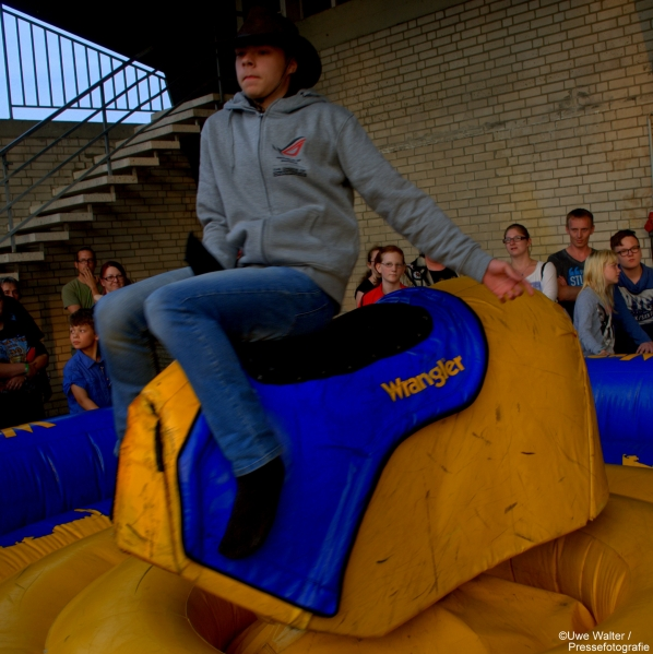 Bull-Riding-Western-Rodeo