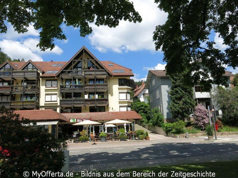 Das Schwarzwaldstädtchen Bad Herrenalb im idyllischen Albtal