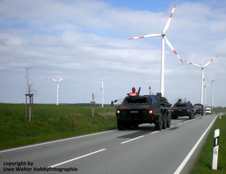 Marschkolonne mit Transportpanzer